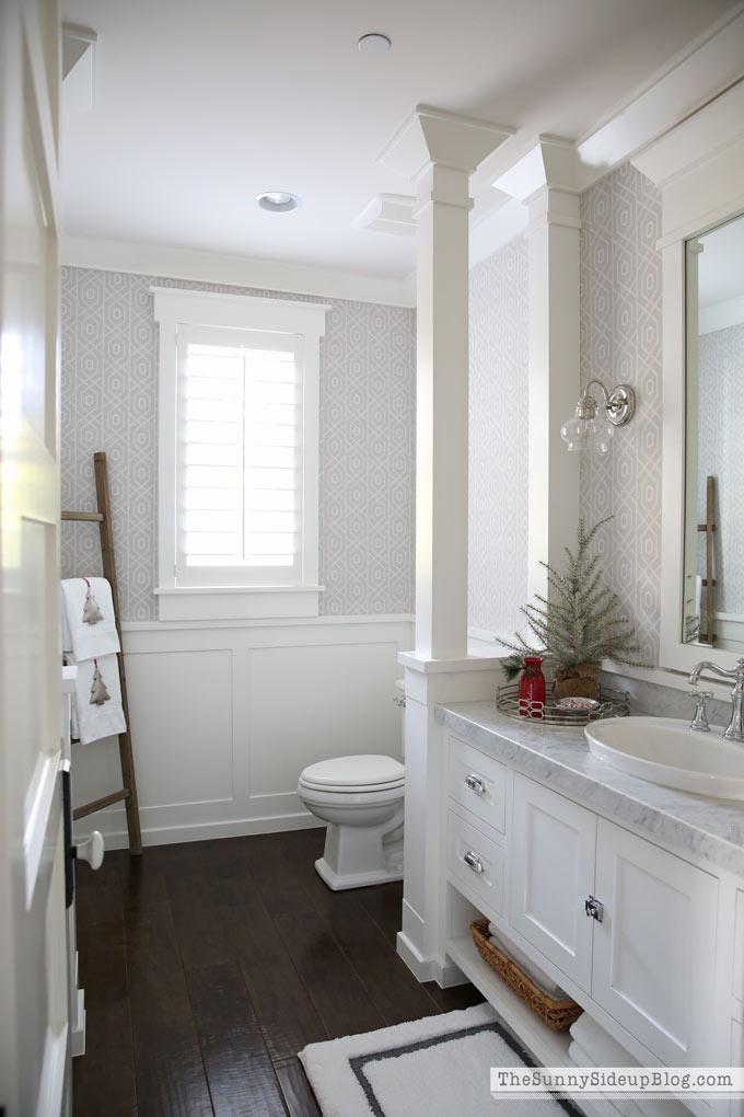 powder-bathroom-christmas