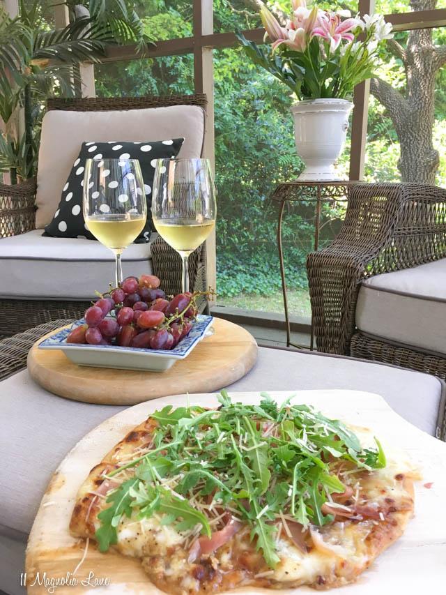 Fig, Arugula, and Prosciutto Pizza