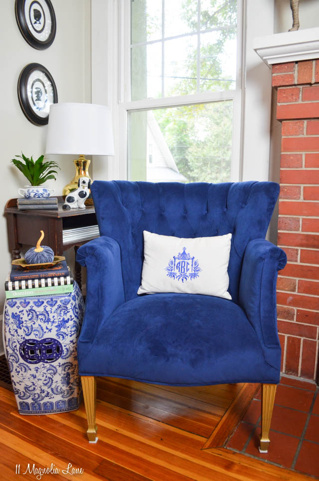 Vintage tufted navy blue velvet chair | 11 Magnolia Lane