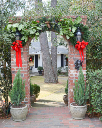 Hunting and equestrian-themed Christmas home tour | Traditional Southern style | 11 Magnolia Lane