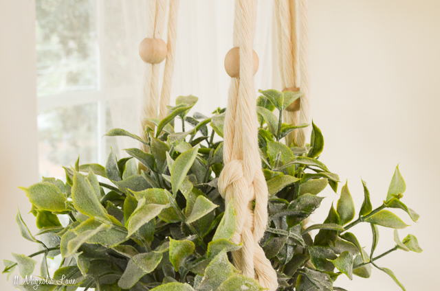 Easy craft project: macrame plant hanger | 11 Magnolia Lane