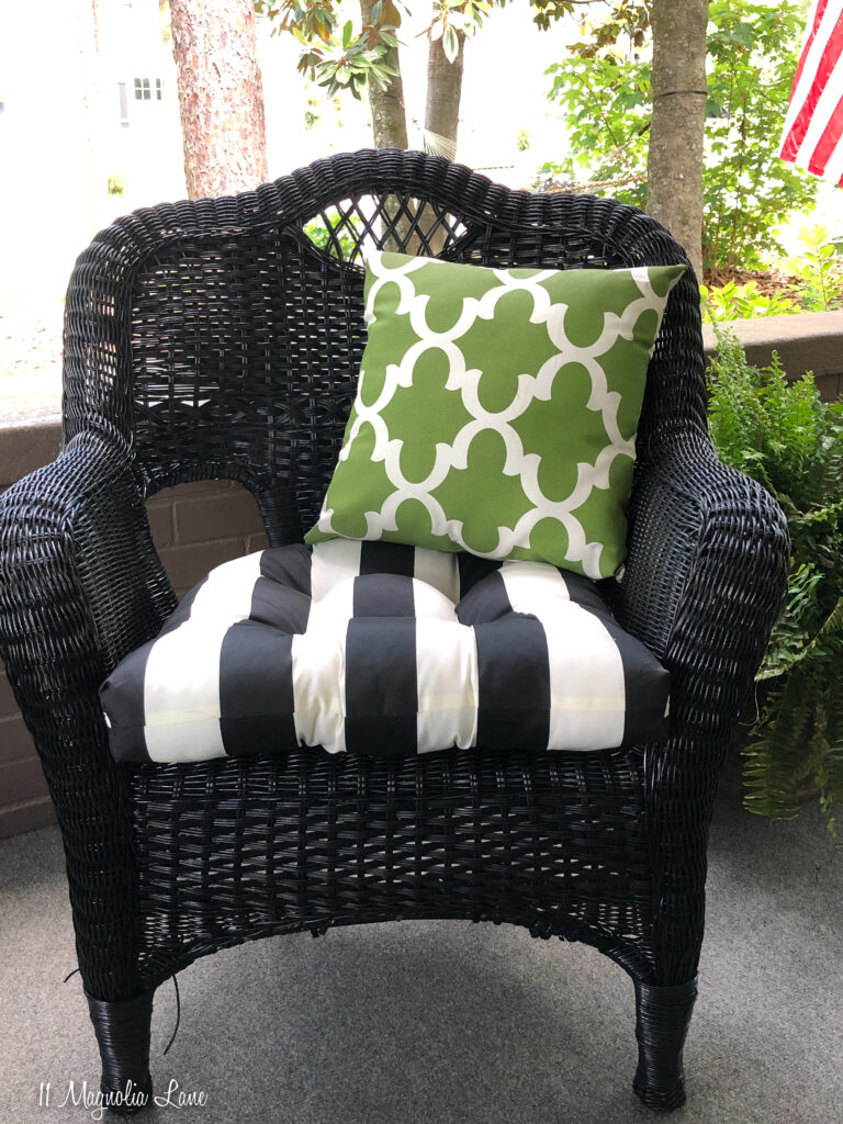Thrift shop wicker furniture spray painted black with the HomeRight SuperFinish Max | 11 Magnolia Lane