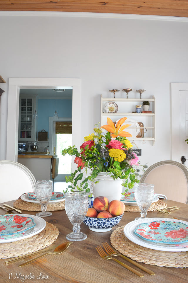 Magnolia Cottage: Breakfast Room and Den