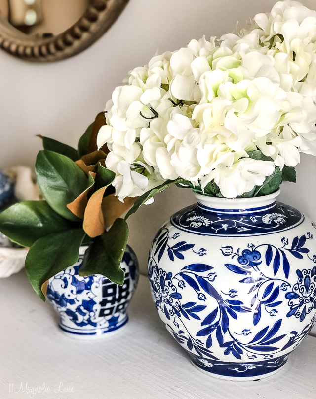 easy, fresh blue and white decorating ideas in the foyer