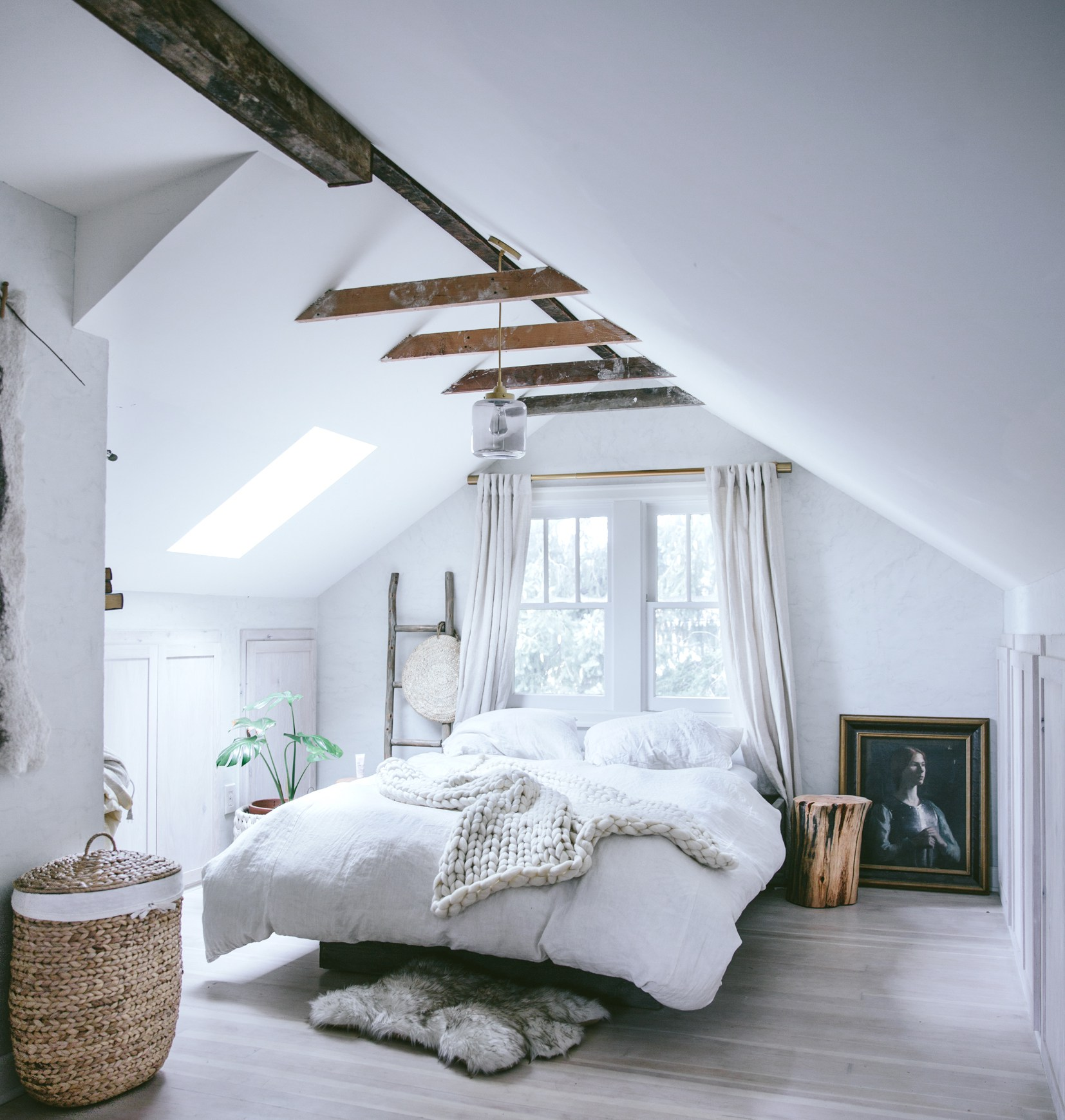 8 Cozy Attic Bedrooms Lofts : pictures of attic bedrooms  - Aeropaca.Org