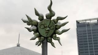 そごう横浜店の屋上にある太陽の塔写真