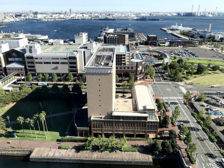 みなとみらいの北仲通地区にできたアパホテル&リゾート〈横浜ベイタワー〉のみなとみらい側客室から見える景色