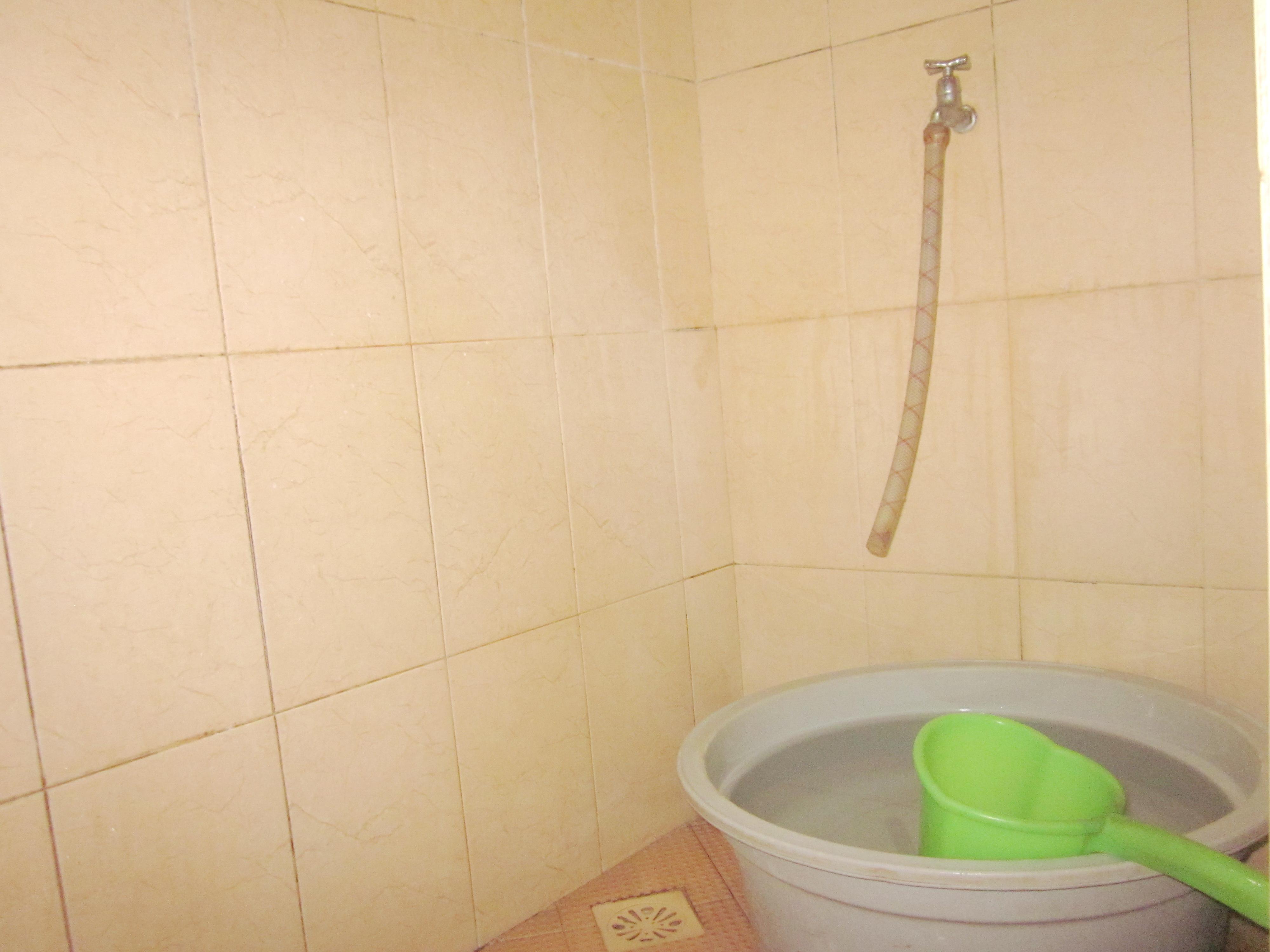 Keramik Lantai Kamar Mandi Warna Orange Desain Rumah