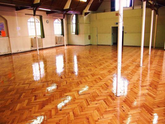 houten vloer schuren en lakken