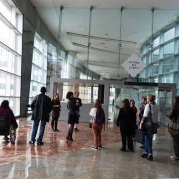 La visite des coulisses de l' Opéra de Dijon Interprétée en Langue des signe
