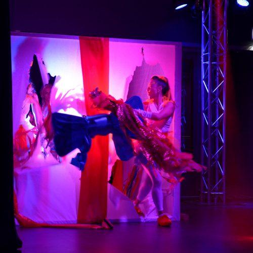 18b - cadeau - kado - openingsshow - thema - holland - feestelijk - openingsact