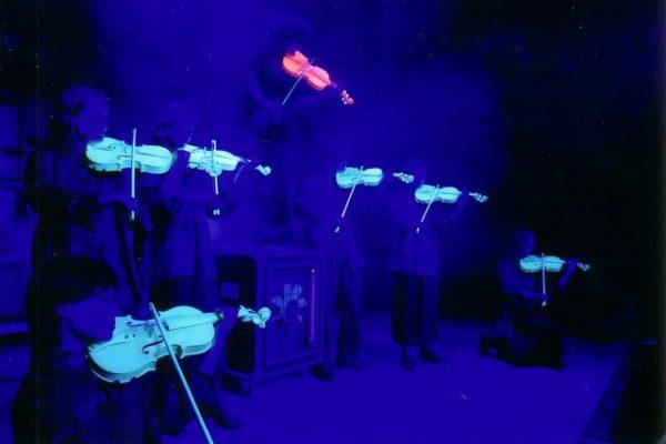 stringlights lichtgevende violen openingsact openingshandeling openingsshow