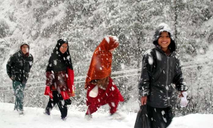 people in the snow.jpg