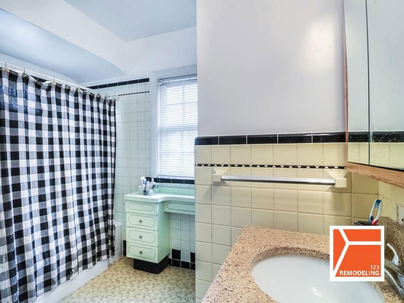 Before Master Bathroom Remodel - 1235 Fair Oaks Ave, Oak Park, IL