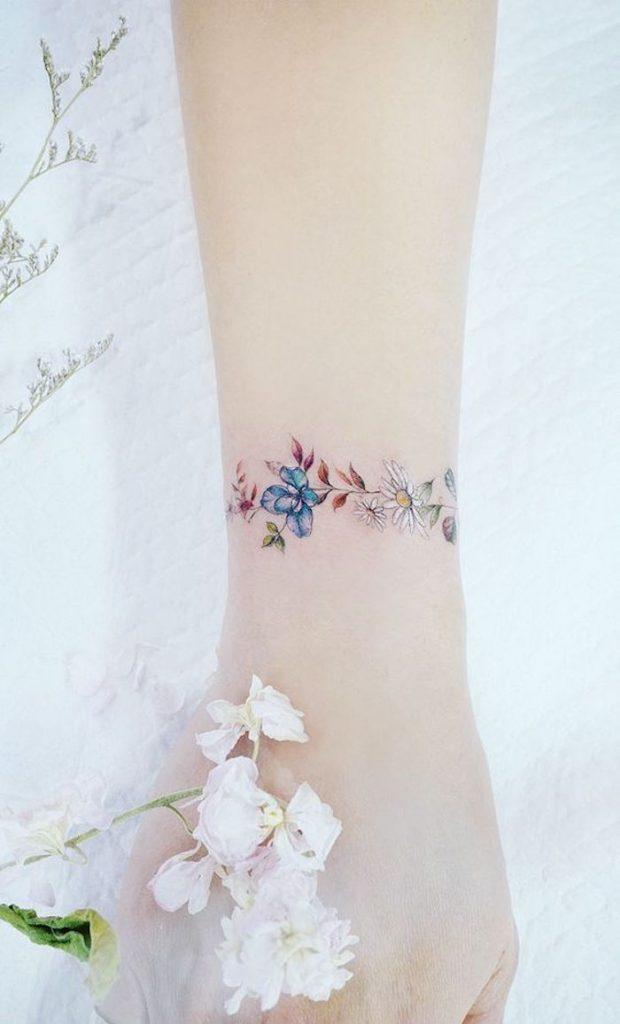 33 Das mais belas tatuagens Femininas delicadas no pulso - 123 Tatuagens