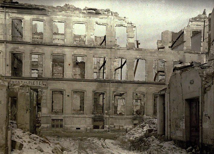 Le Mont-de-Piété (autochrome de Paul Castelnau, mars 1917)
