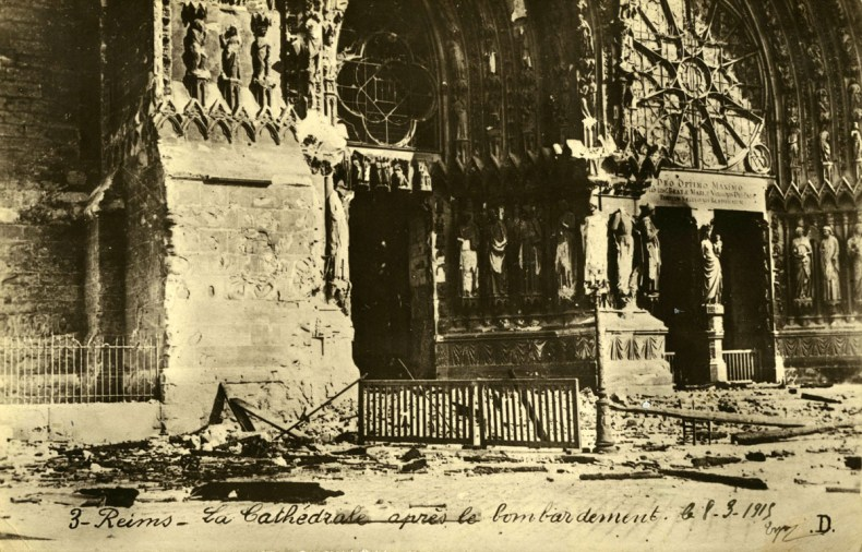 ob_bee311_cathedrale-apres-bombardement-1200-191