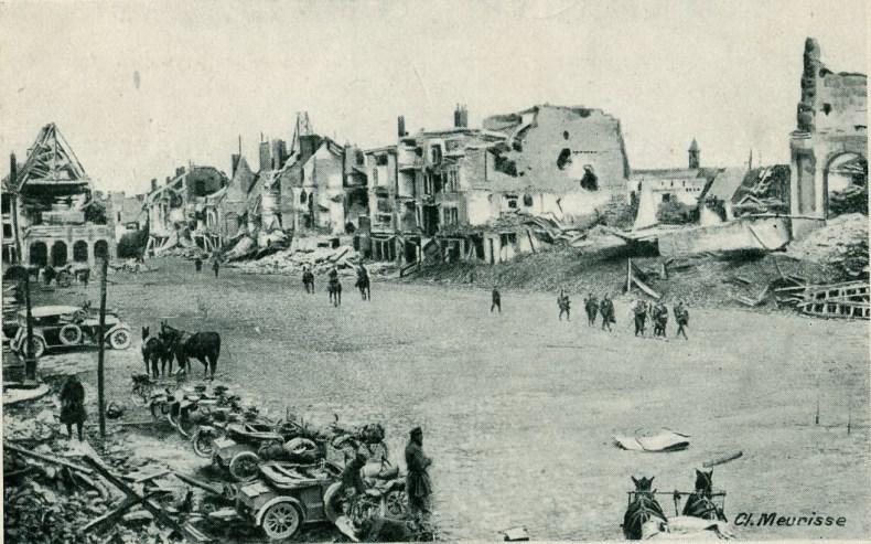 PERONNE Place de_ la Cathédrale. Source Wikipédia