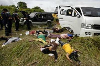 Dead bodies lie on the ground near their vehicles at the crime scene of a massacre of a political clan that included several journalists in the outskirts of Ampatuan, Maguindanao in southern Philippines November 24, 2009. The Philippines sacked the provincial police chief and sent hundreds of extra troops to a southern region on Tuesday where gunmen killed at least 24 people in the worst-ever election related violence in the country. On Monday, about 100 gunmen abducted a group of people going to file a nomination for the provincial governor's post in Maguindanao. A group of about 40 people, including women and local journalists, were taken away by gunmen who opened fire on them, investigators said. A local leader said four survivors were in hiding. REUTERS/Erik de Castro