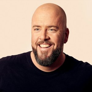 Picture and bio for Chris Sullivan, actor, producer and star of This Is Us