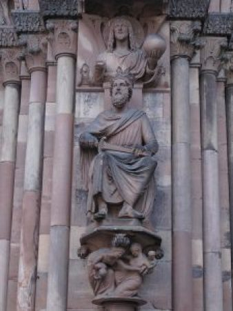 1024px-King_Solomon_on_the_south_portal_of_the_cathedral_of_Strasbourg