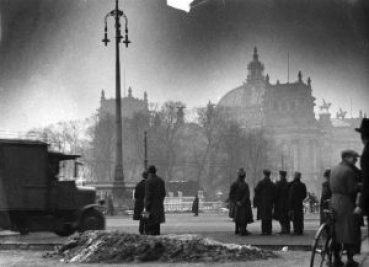 Bundesarchiv_Bild_146-1977-148-19A,_Berlin,_Reichstagsbrand