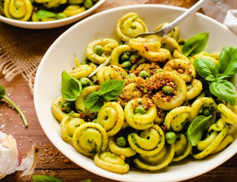 Vegan Spinach Pesto Pasta With Almond Parmesan
