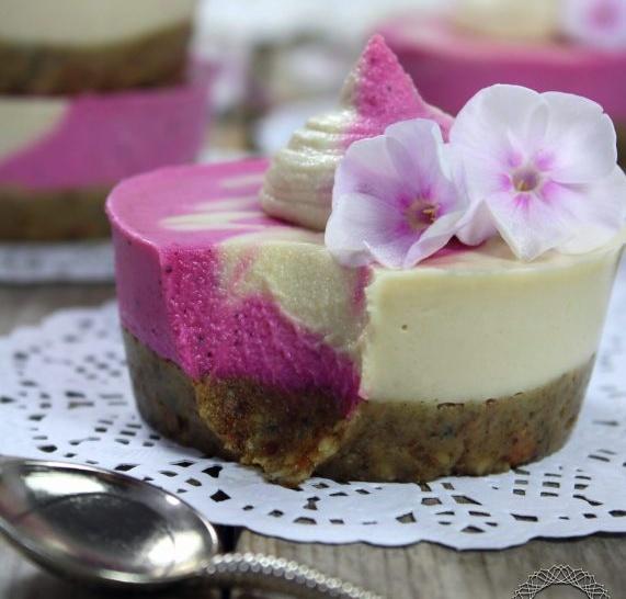 Vegan Pitaya Mini Cheesecakes with Lemon