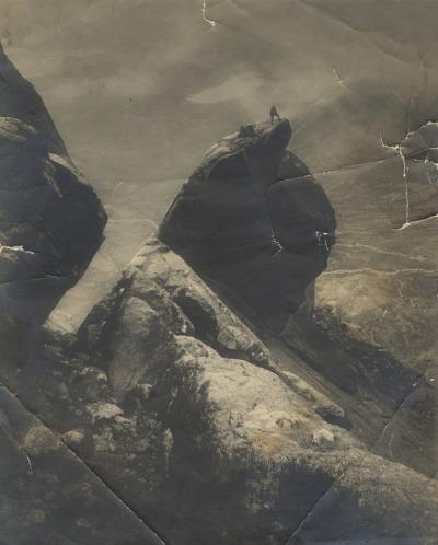 Cioch (via Martin Isaac via http://ailleursicipresquesanssoleil.tumblr.com/) (papier, marques de pliures, des gris , des blocs -   the isle of skye , scotland)