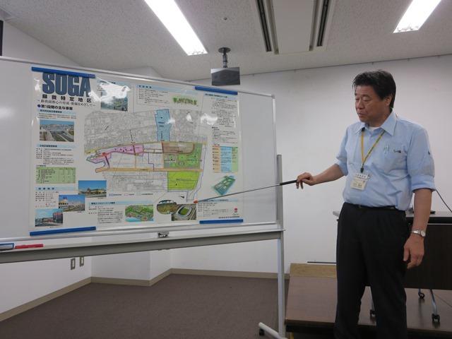 スタジアム内の会議室で千葉市の担当課から説明