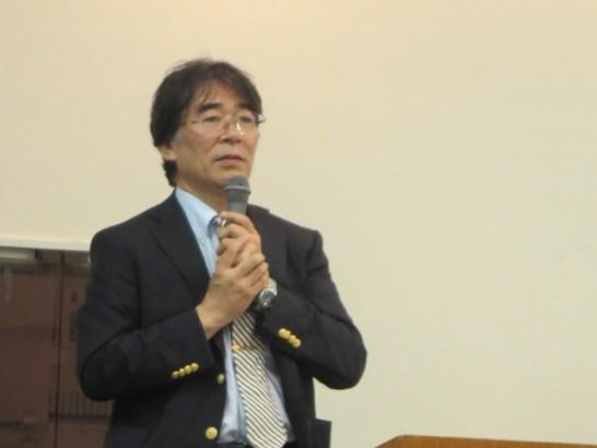講義する岡部教授