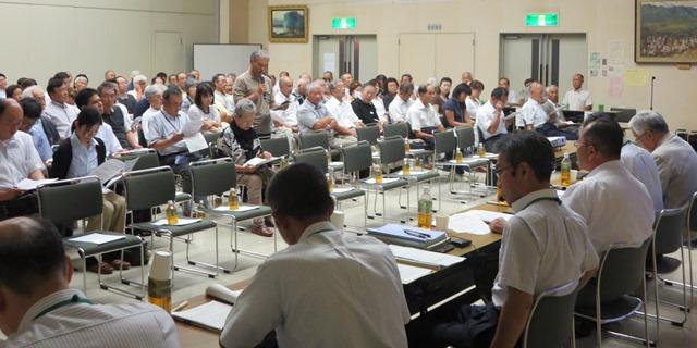 元気なまちづくり市民会議、自由討議で発言される参加市民