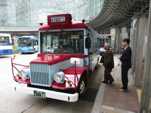 北陸鉄道㈱創立70周年を記念して昭和53年に引退したボンネットバスが復活。周遊バスとして運行されています。乗ってきました。味がありますよね、長野でも考えたいものです。
