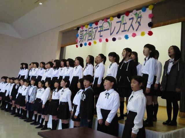 安茂里小学校合唱部の発表。爽やかな歌声でした。