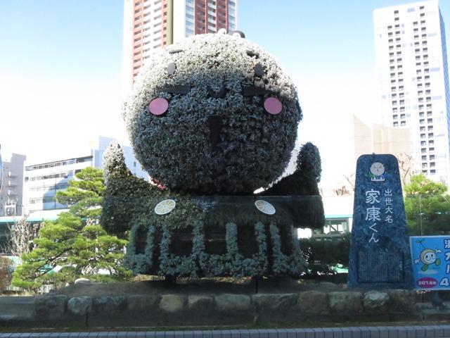 浜松駅前の広場で