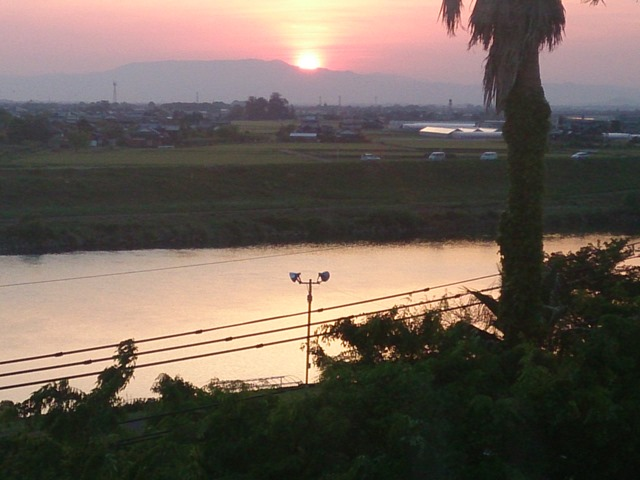 原鶴温泉の宿から。筑後川と夕日です。綺麗でした。