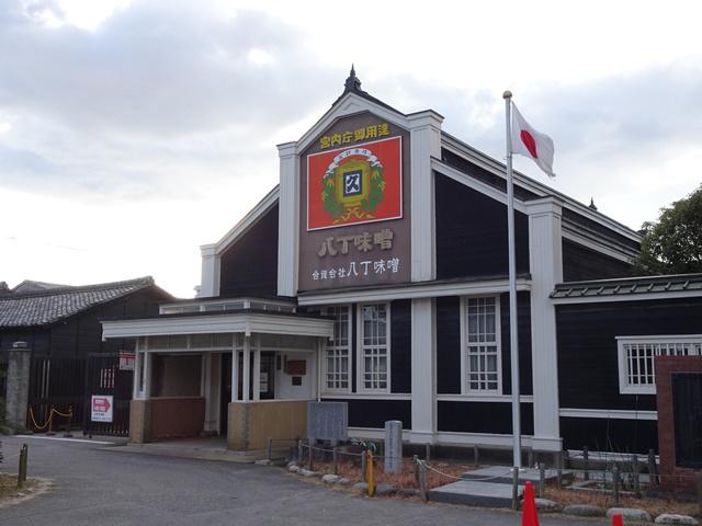 次長に中心市街地を案内いただく。立ち寄った「八丁味噌」工場。