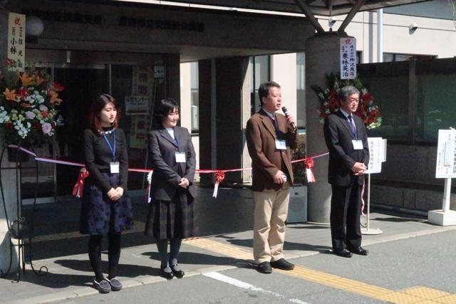 公民館の新しいスタッフの皆さん。右から多田井館長、和田主事、松永職員、栗山職員。