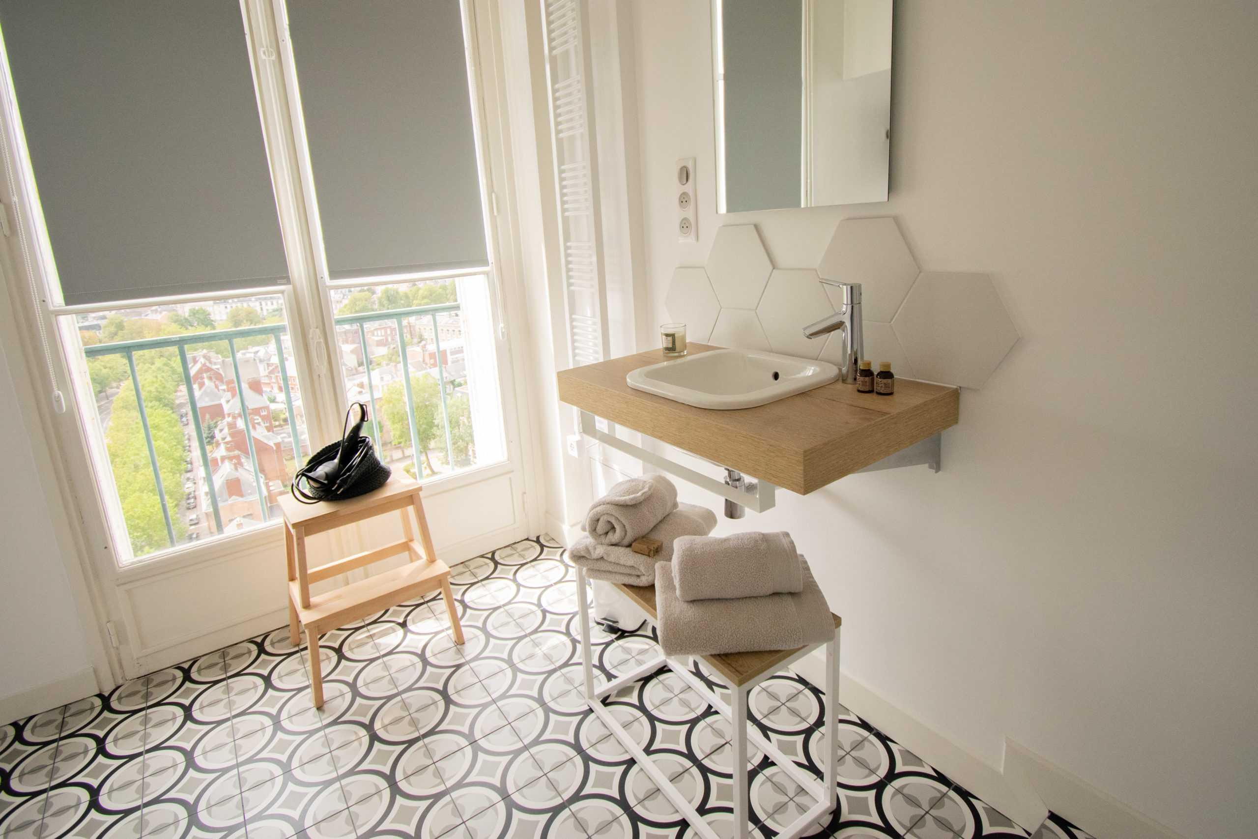 appartement_15eme_droite_tour_perret_amiens_tourisme_salle_de_bain_scandinave_2