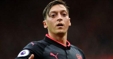 Mesut Ozil membawa Arsenal meraih kemenangan atas Everton