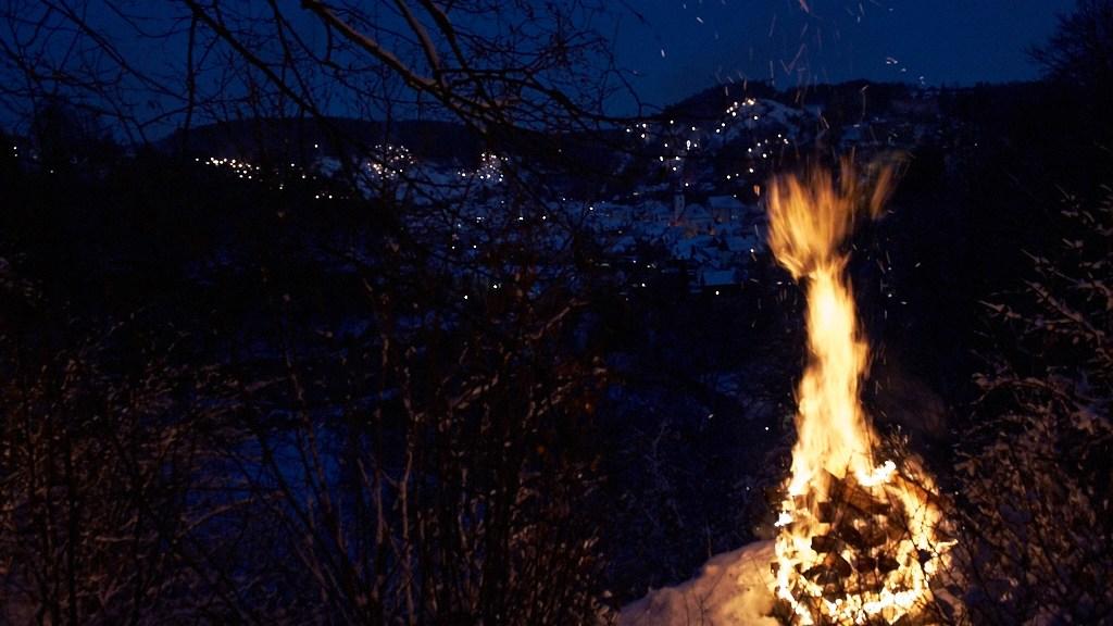 Bergfeuer über Pottenstein entzündet