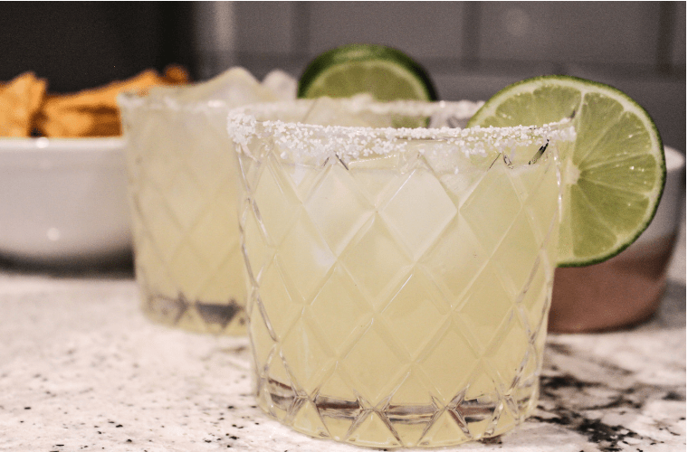 photo of a classic margarita on the rocks with salt