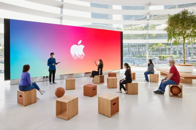 FUN FACT: Apple's Marina Bay Singapore Store Built From 114 Glasses, Inspired by Rome's Pantheon