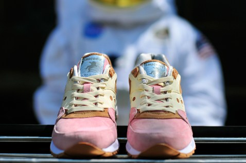 Saucony Shadow Master Space Snack x Extra Butter_05
