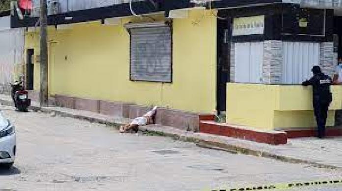 OTRO MÁS: A balazos, ejecutan a gerente de restaurante en la Región 94 de  Cancún   Noticaribe