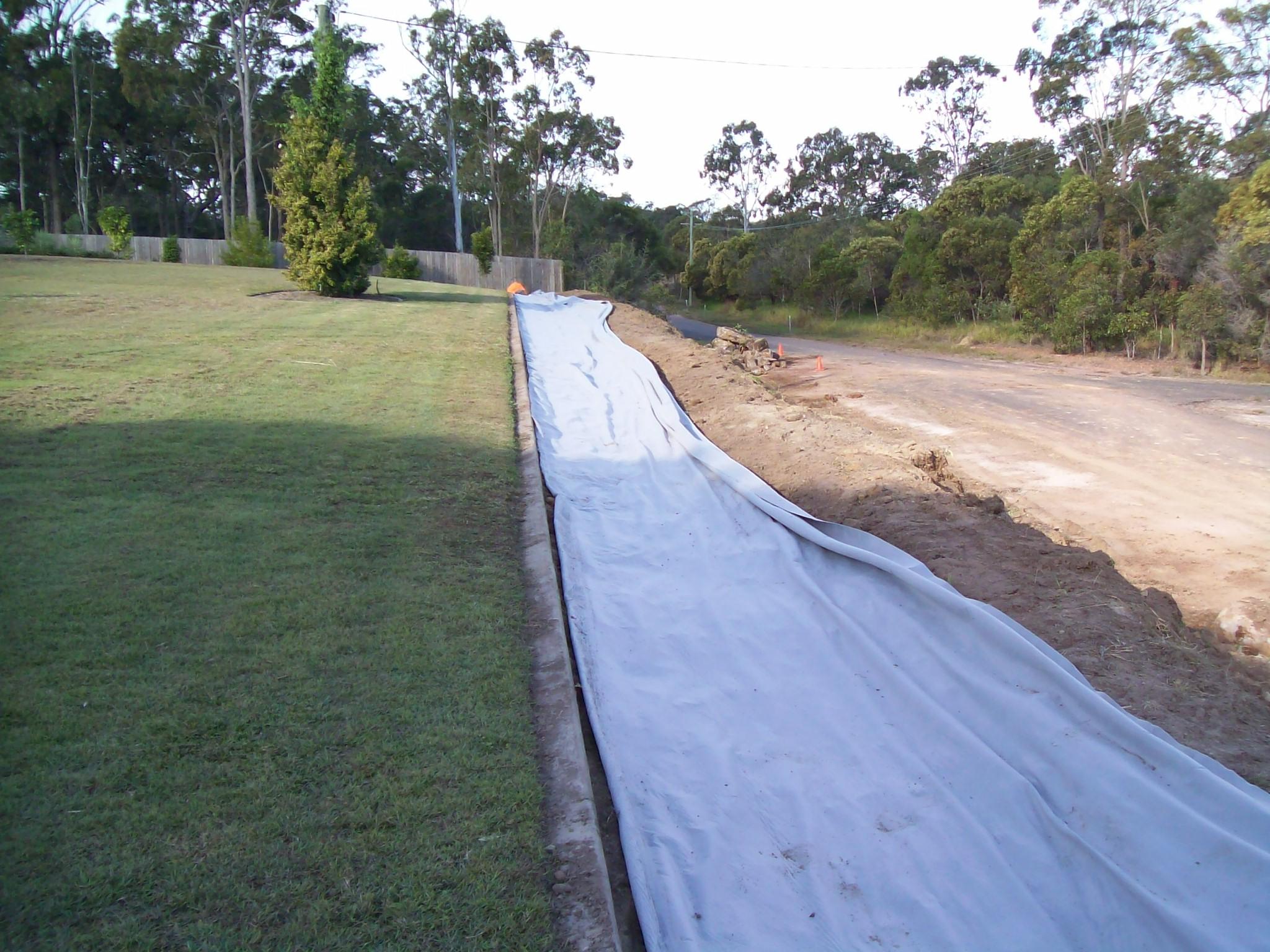 geo fabric cloth placed under drainage gravel