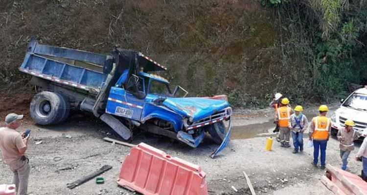 Dos lesionados accidente vía Pueblo Tapao - La Tebaida