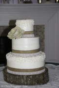 Burlap accents on wedding cake