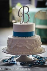 Cake with fondant leaves