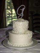Delicate swirl wedding cake pattern
